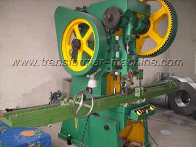 Collecting header pipe punching machine